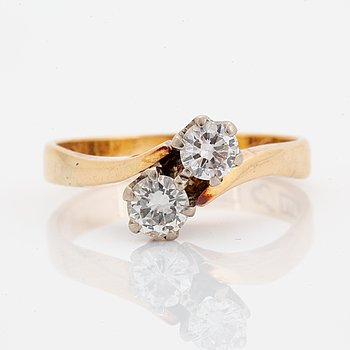 Brilliant-cut diamond cross over ring.