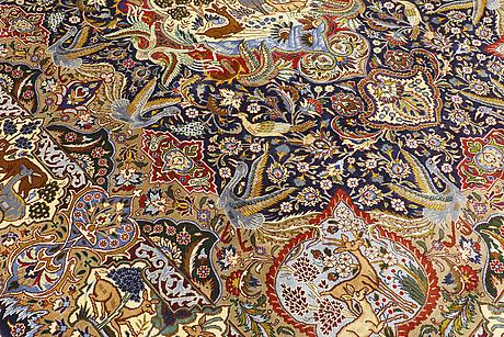 A carpet, figural kashmar, 400 x 295 cm.