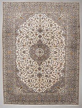 A carpet, Kashan ca 390 x 296 cm.