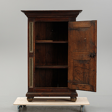 A swedish painted cupboard, late 18th or early 19th century.