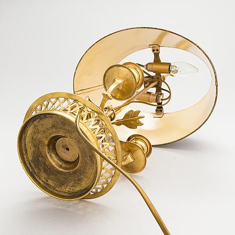 Pöytävalaisin, ns. lampe à bouillotte, empiretyylinen, 1900-luvun alkupuoli.