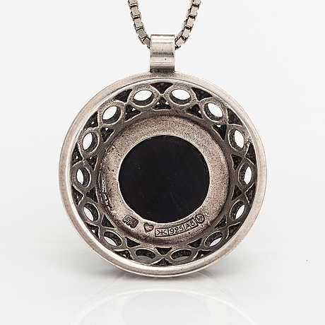 Kai lindström, a sterling silver necklace with  spectrolite. kalevala koru, helsinki 1978.