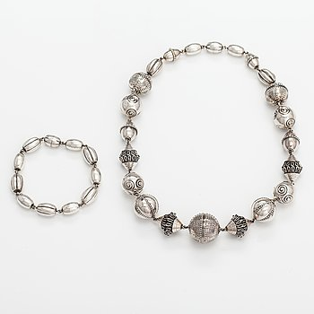 "A sterling silver necklace and bracelet ""Halikko necklace"". Kalevala koru, Helsinki 1982."