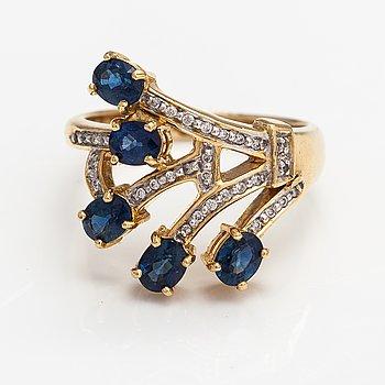 Ring, 18K guld, diamanter ca 0.07 ct tot ja safiireja.