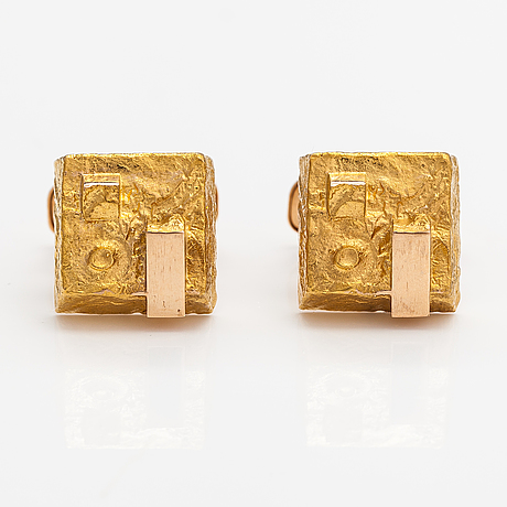Bror sundgren, a pair of 14k gold cufflinks. westerback, helsinki 1971.