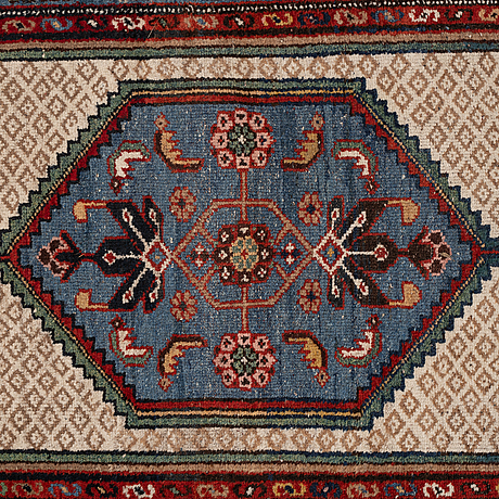 Matto, a semi-antique west persian, kurdish, ca 189-193,5 x 94,5-96 cm.