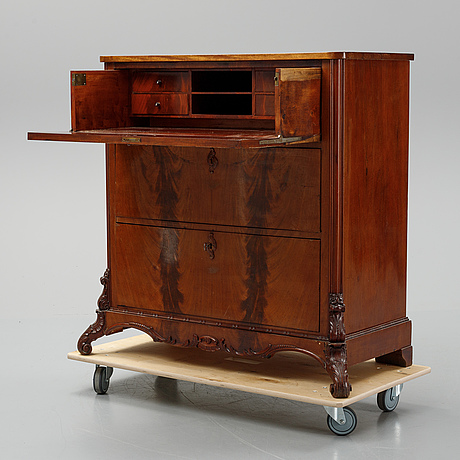 A chest of drawers from the second half of the 19th century.