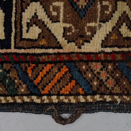 A rug, a semi-antique shirvan, ca 196,5-201,5 x 117-122 cm.