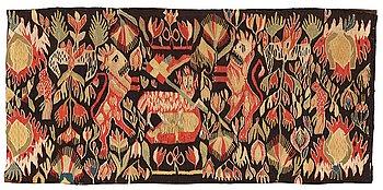 "258. A carriage cushion, tapestry weave, ""Lammet och fanan"", ca 45-47 x 97,5-98 cm, Torna or Bara district,"