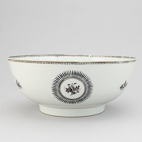 Bålskål samt fyra koppar med fat, kompaniporslin. qing dynastin, jiaqing (1796-1820).