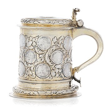 140. A German 17th century silver-gilt tankard, mark possibly of Abraham Wilde (Königsberg 1676-?).