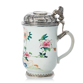 147. An 18th century famille rose and silver tankard, lid with mark of Nils Gram, Copenhagen 1756.