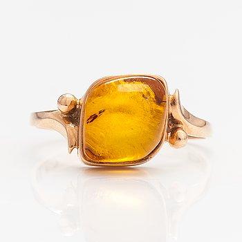 Ring, 14K guld, bärnsten. Sovjetunionen.