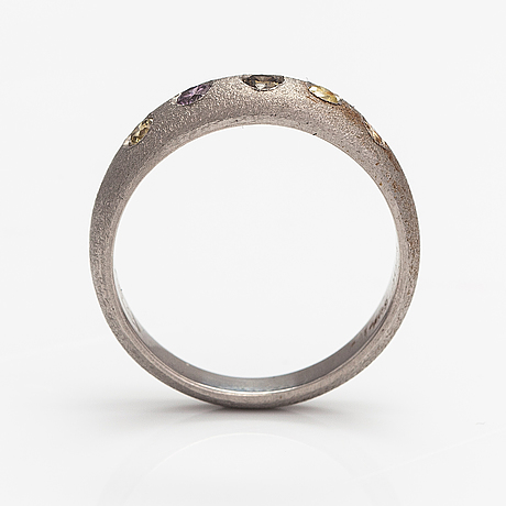 A palladium ring with diamonds ca. 0.25 ct in total.
