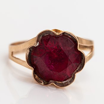 A 14K gold ring with a synthetic ruby. Kultamylly, Turku 1974.