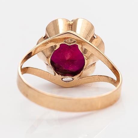 A 14k gold ring with a synthetic ruby. kultamylly, turku 1974.