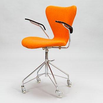 """Arne Jacobsen, skrivbordsstol """"Sjuan"""" för Fritz Hansen Danmark 1960-tal."""