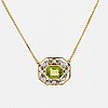 An 18k gold necklace set with a faceted peridot.