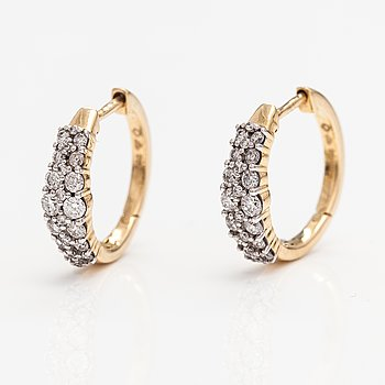 A pair of 14K gold earrings with diamonds ca. 0.42 ct in total. Timanttiset, Helsinki.