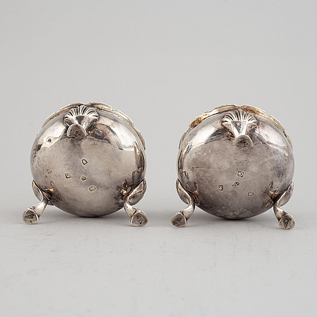 Saltkar 2 par snarlika, silver, london 1762 (större) & 1769 (mindre).