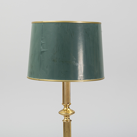 A brass floor lamp, second half of the 20th-century.