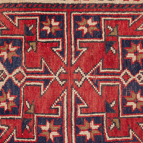 A rug, a semi-antique anatolian, ca 131-133 x 75,5-78,5 cm (as well as 1 cm flat weave at one end).