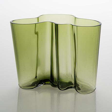 Alvar aalto, 'savoy' 50-year jubilee glass vase, signed a. aalto 1936-1986 iittala 470/8000.