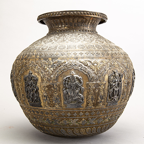 An indian 20th century urn.