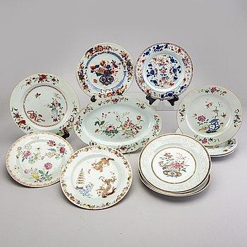 A set fo 11 different Chinese Qianlong porcelain plates.