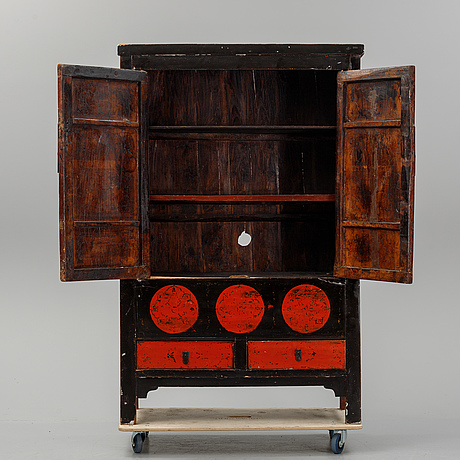 A chinese lacquered cabinet, 20th century.
