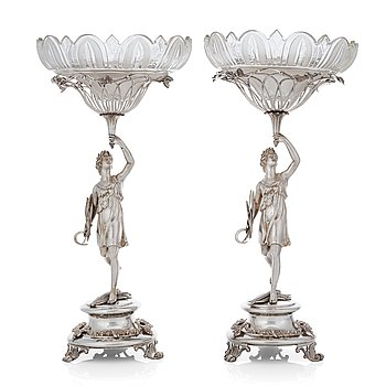 209. A matched pair of Swedish 19th century silver bowls, Gustaf Möllenborg, Stockholm 1832.
