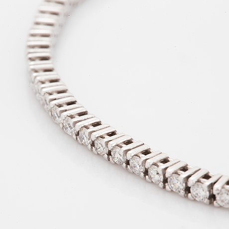 Tennisbracelet with brilliant-cut diamonds.