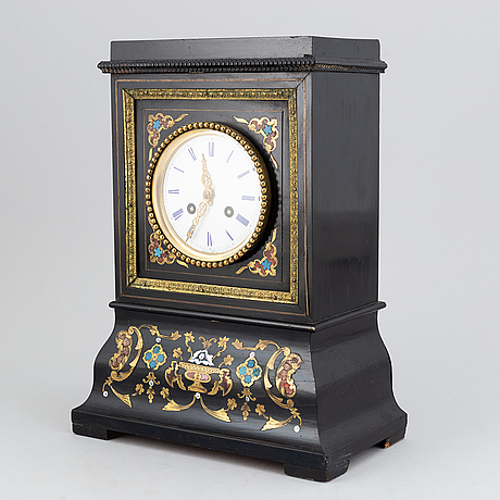 A late 19th century mantle clock.