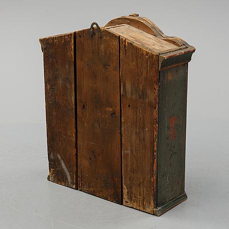 Hängskåp, hälsingland, tidigt 1800-tal.