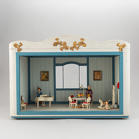 Dollhouse with dolls and furniture, 1900's.