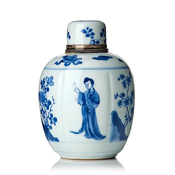 """826. A blue and white """"Lange Liesen"""" tea caddy with cover, Qing dynasty, Kangxi (1662-1722)."""