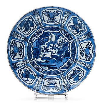 818. A blue and white kraak dish, Ming dynasty, Wanli (1572-1620).
