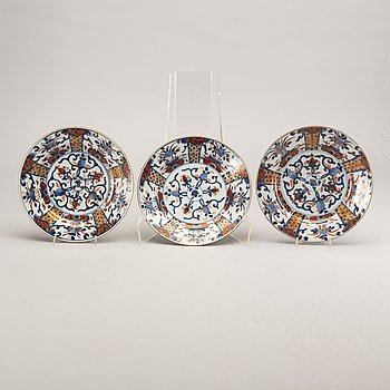 A set of three Chinese 18th century plates.