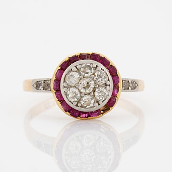 Old-cut diamond and faceted ruby ring.