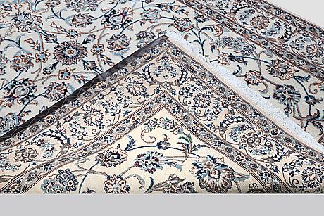 A carpet, nain, part silk, sk 9 laa, ca 300 x 194 cm.