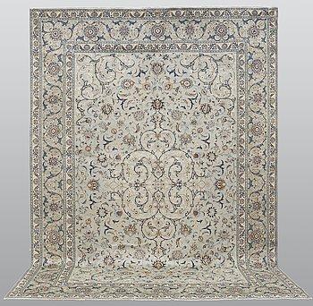 A carpet, Kashan, signed, ca 404 x 280 cm.