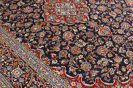 A carpet, kashan, ca 424 x 304 cm.