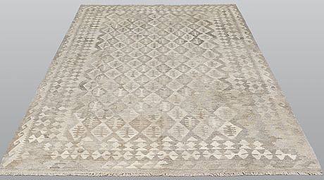 A carpet, kilim, ca 294 x 197 cm.