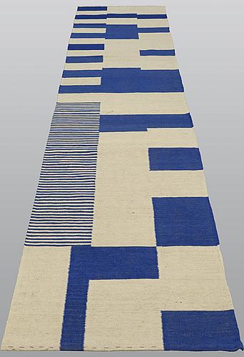 A runner, kilim, ca 390 x 81 cm.