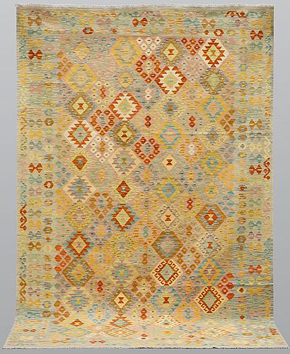 A carpet, kilim, ca 303 x 202 cm.