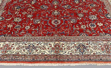 A carpet, sarouk, ca 423 x 312 cm.