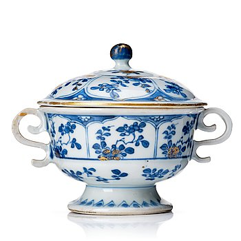 831. A blue and white equelle with cover, Qing dynasty, Kangxi (1662-1722).