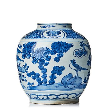 820. A blue and white jar, Ming dynasty, Wanli (1572-1620).