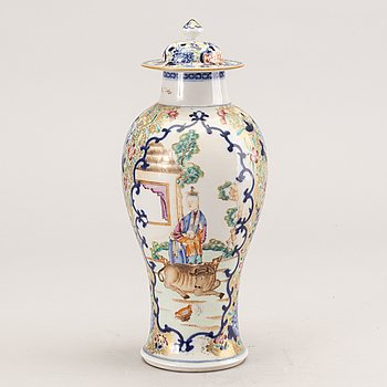 A famille rose porcelain vase with cover, Qing dynasty, Qianlong (1736-95).
