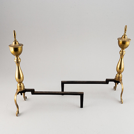 A fireplace stand and a pair of cast iron dogs, ca 1900.